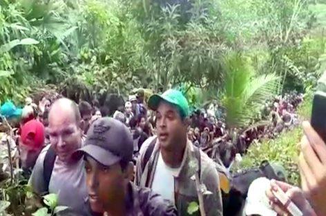 Caravana de cubanos clama por ingresar a Panamá