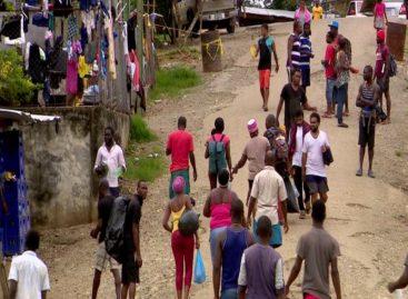 Unos 600 migrantes cubanos siguen en albergues en Panamá