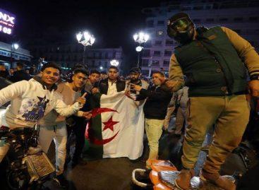 Siguen marchas en Argelia pese a que Bouteflika prometió un sucesor