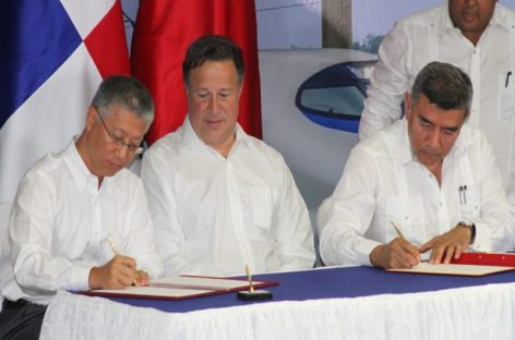 Embajador de China entrega a Varela estudios de factibilidad de tren Panamá-David