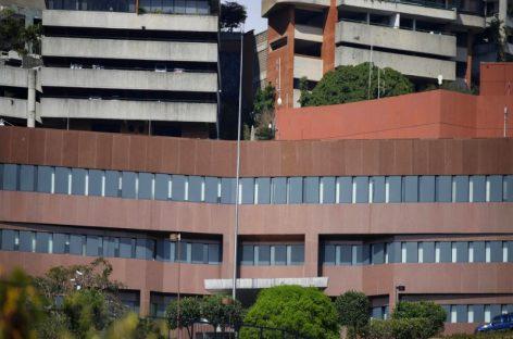 Vacía y sin bandera: Así quedó la embajada de EE.UU. en Caracas