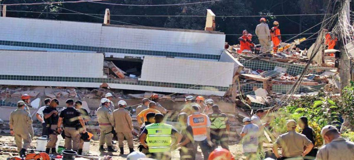 Derrumbe de dos edificios en Río de Janeiro deja al menos 10 muertos