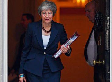 """May solicita una extensión del """"brexit"""" hasta el 30 de junio"""