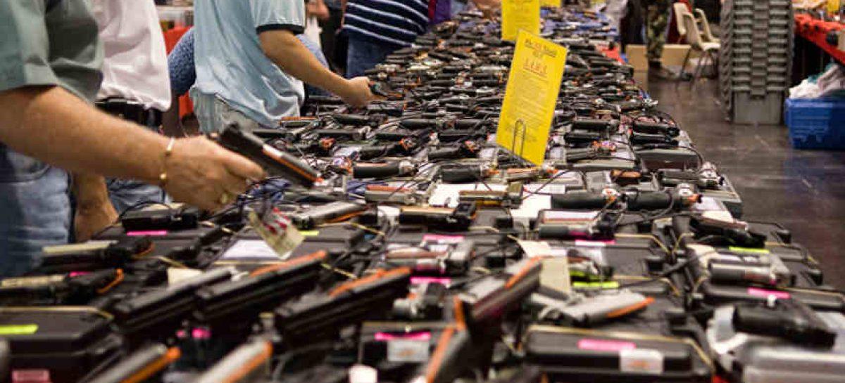 Suizos aceptan en referendo aumentar limitaciones a tenencia de armas