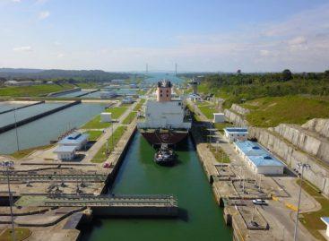 Buque más grande de gas natural licuado cruza el Canal