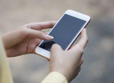 CNN: Nueva York considera penalizar a quienes miren móviles al cruzar la calle