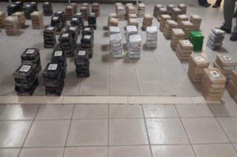 Dos extranjeros detenidos tras incautación de 319 paquetes de droga dentro de un velero