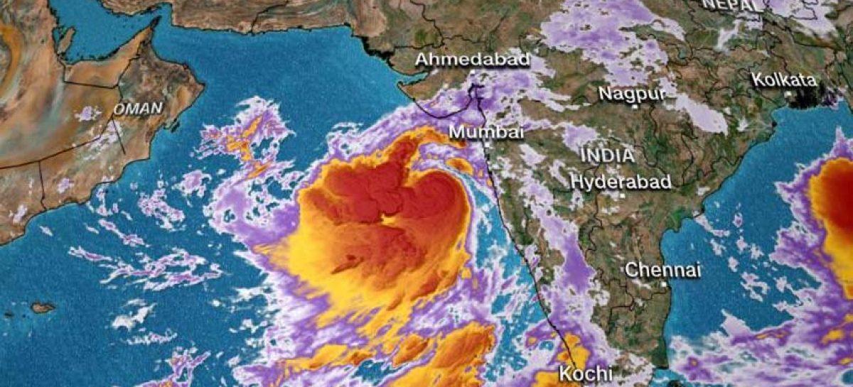 Desalojan 300 mil personas en costa oeste de India por paso de ciclón