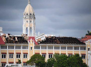 Tormenta del jueves arrasó con parte del techo de la Cancillería