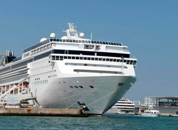 Crucero chocó con un barco turístico en Venecia sin dejar heridos graves