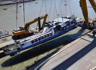 Reflotan barco hundido en Budapest y encuentran 4 cadáveres más