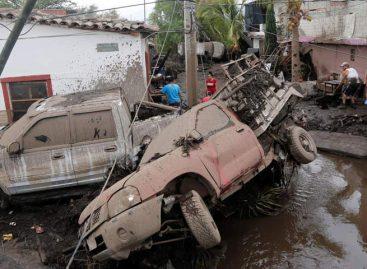 Cinco personas murieron por desbordamiento de río al oeste de México