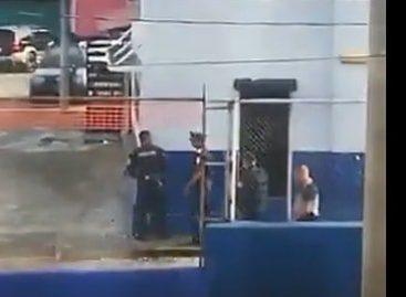 Se entregó el policía que tomó la armería de Colón luego de un proceso de negociación (+Videos)