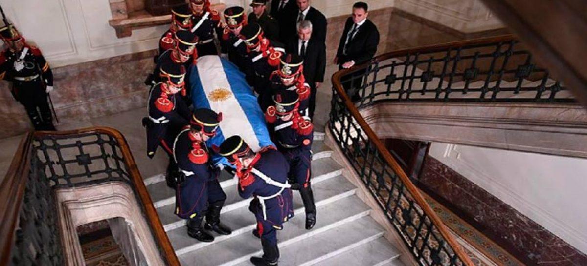 Expresidente argentino de la Rúa fue sepultado en ceremonia privada
