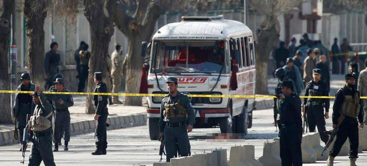 Aumentan a 34 los muertos al explotar una mina al paso de autobús en Afganistán