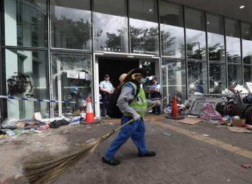 Hong Kong se recupera tras asalto, en tensa espera de nuevas acciones