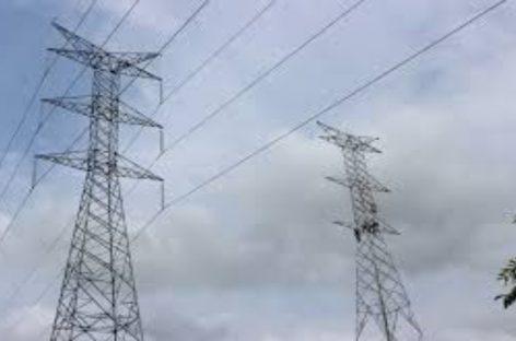 Varela se despide con un alza de la tarifa eléctrica