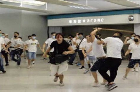 Hong Kong conmocionada por ataque a manifestantes en el metro