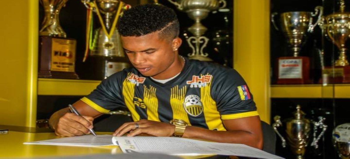 Lateral panameño Luis Ovalle jugará en el Deportivo Táchira de Venezuela