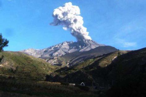 Casi 30 mil afectados en Perú por erupción de volcán Ubinas