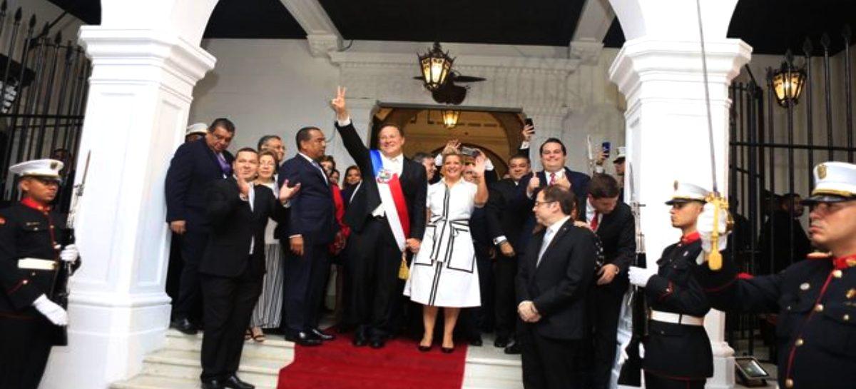 Así abandonaron el Palacio de las Garzas Varela y su esposa (+Video)