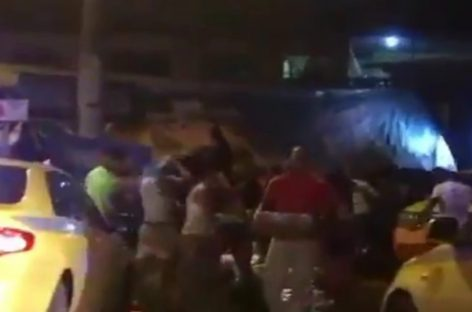 Saquearon camión de cerveza y gaseosas que volcó en Colón (+Video)