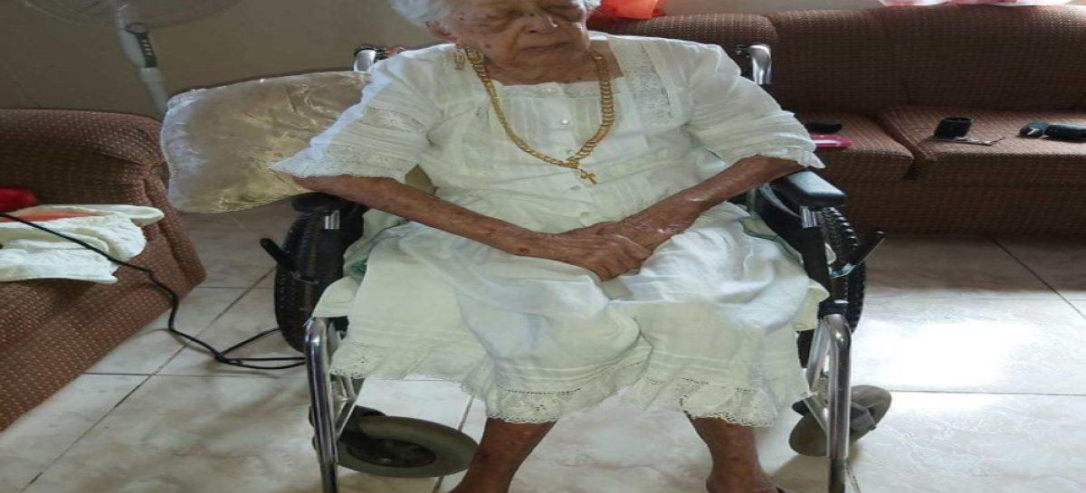 Entregan un reconocimiento a Clara Cedeño, la persona más longeva de Panamá: Tiene  113 años