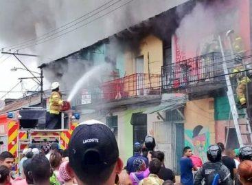 Un bombero murió en combate de incendio en El Chorrillo (+Video)