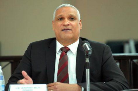 Jerónimo Mejía presenta documentación para aspirar reelegirse como magistrado de la CSJ