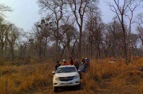 Un chiricano participa en la labor de extinción de incendios en reserva forestal del Amazonas