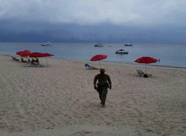 Policía se lanzó del balcón de un resort de playa en Farallón