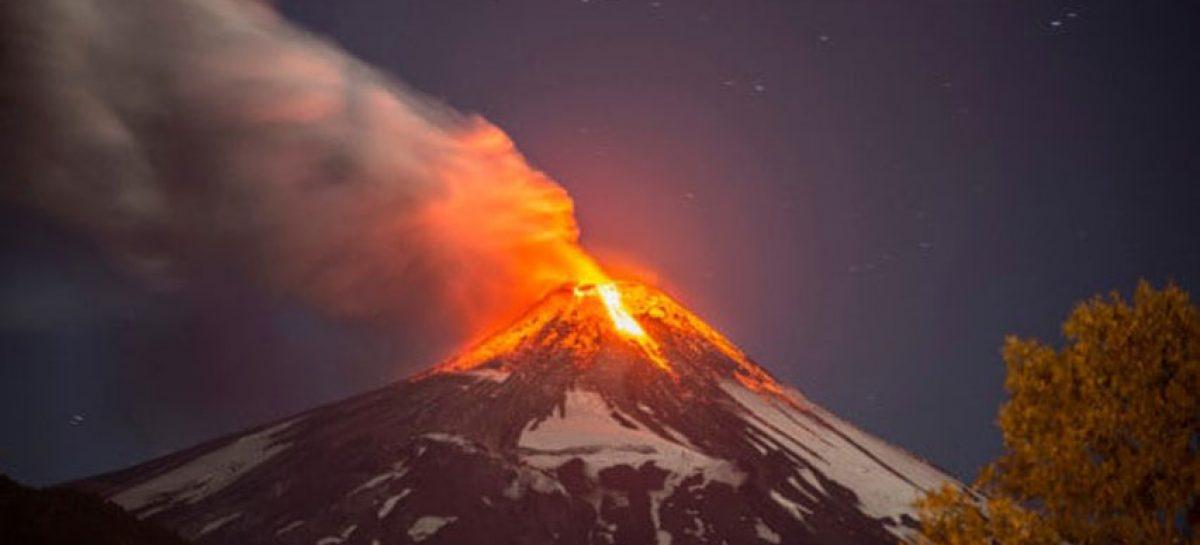 Emiten alerta naranja por volcán Villarrica en Chile