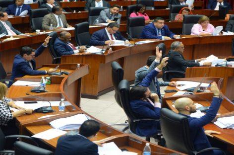 Comisión de Credenciales aprueba recomendar al Pleno que ratifique a magistrados designados