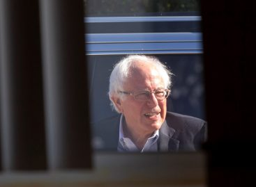 Hospitalizan al candidato demócrata Bernie Sanders