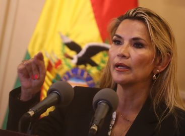 Áñez apuesta a un gabinete de línea dura para superar crisis en Bolivia