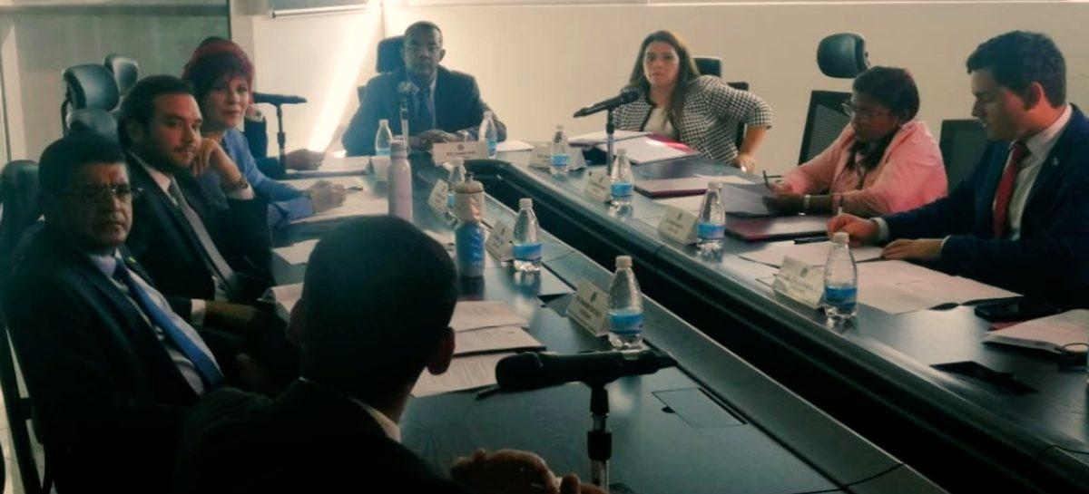 Aprueban en primer debate proyecto que penaliza envío ilegal de remesas