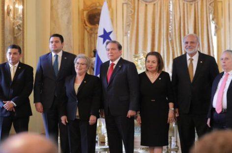 La magistrada María Eugenia López y cuatro suplentes tomaron posesión de su cargo