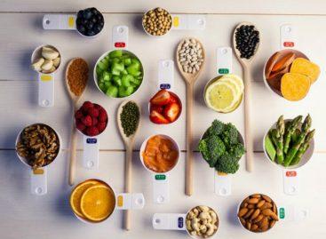 Medir tus comidas y llevar un diario de alimentos son factores clave para controlar tu peso