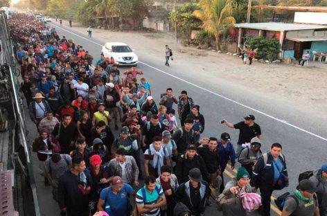 Pequeña caravana de hondureños sale hacia EEUU