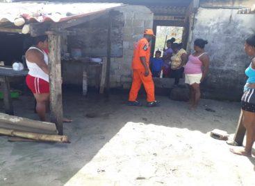 11 viviendas afectadas por fuerte oleaje en Colón