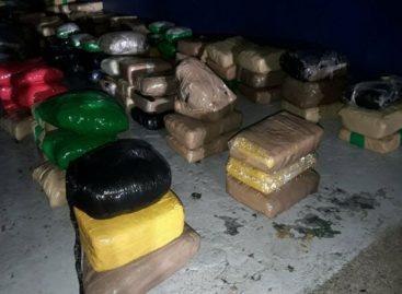 Dos detenidos tras decomiso de 119 paquetes de droga en Punta Coco