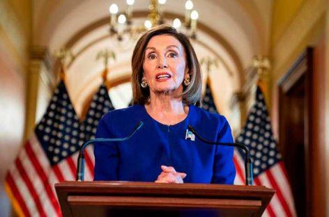 Pelosi anuncia proyecto de ley contra veto migratorio de Trump
