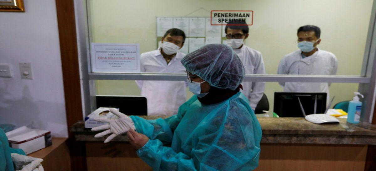 China eleva a mil 113 los muertos por coronavirus
