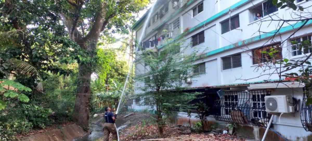 Una persona resulta herida tras lanzarse del último piso de un edificio que se incendió en La Locería (+ Impactantes Videos)
