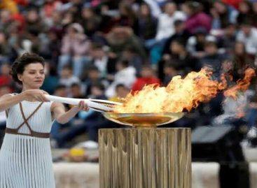 Coronavirus ensombrece encendido de llama olímpica