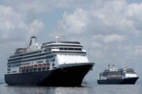 Cruceros Zaandam y Rotterdam ingresaron a las aguas del canal