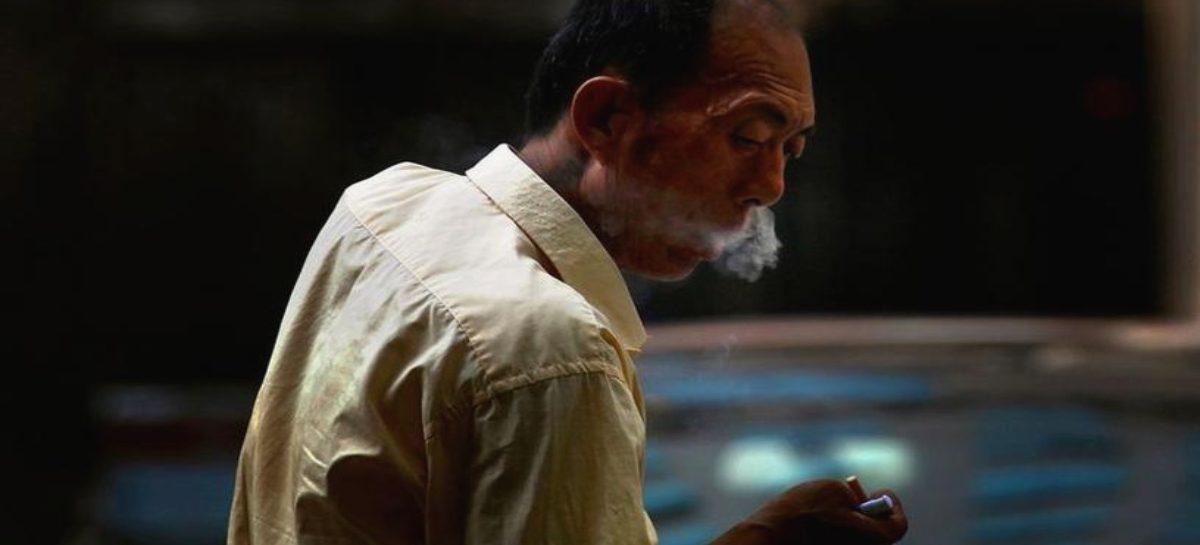 Estudio concluye que fumadores tienen mayor riesgo a sufrir complicaciones por coronavirus