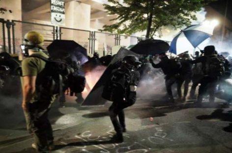 Prosiguen enfrentamientos en Portland