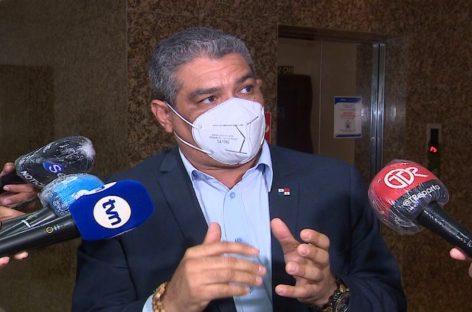 Ministro de salud confirma que había autorizado vuelo humanitario para uno de los hijos de Martinelli
