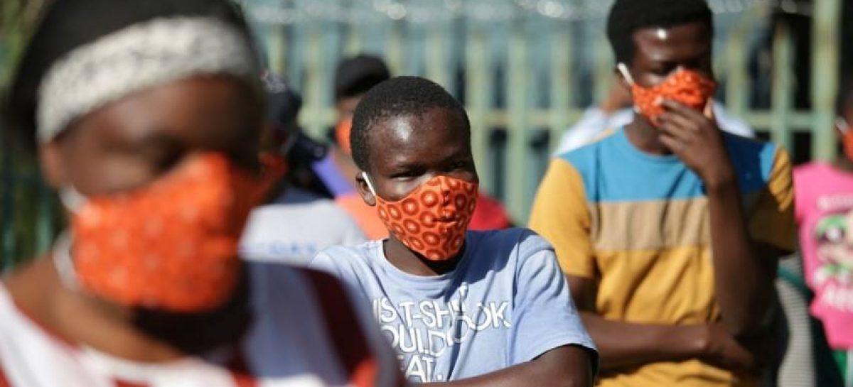 Sudáfrica bate récord con casi 600 muertes en un día por covid-19